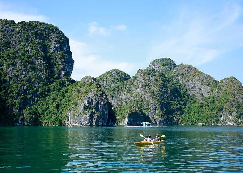Kayaking lan ha bay