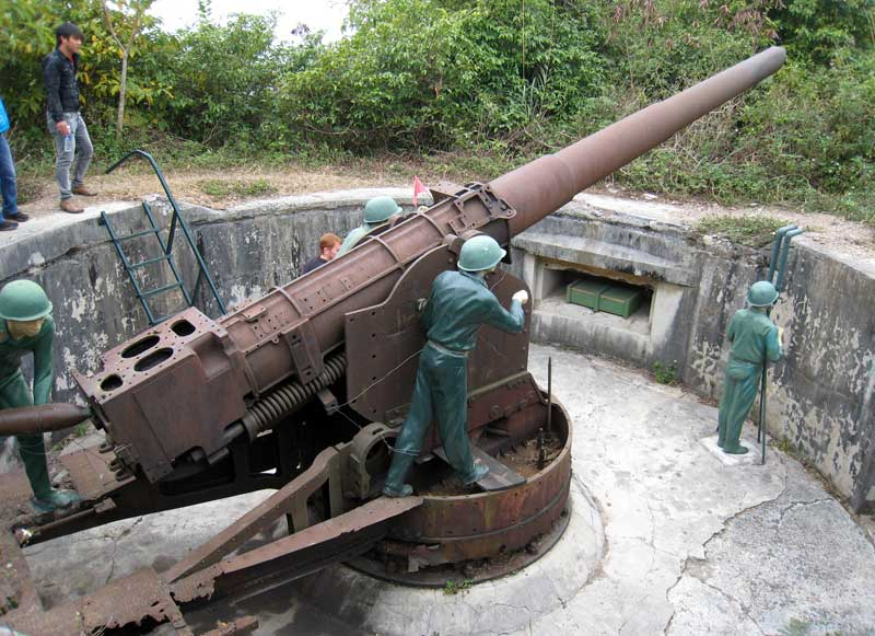 Cannon fort Cat Ba